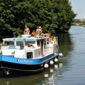 "The name of this liveaboard canal boat translates into ""Water Hen."""